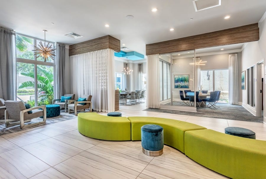 Highlighting so many different multi-use spaces in one image is challenging, but our Field Researcher II Leila Sally was able to capture this gorgeous #multifamily lobby space perfectly!   We love seeing Leila's #photography skills in action. 📸 https://t.co/oteUEMup7P