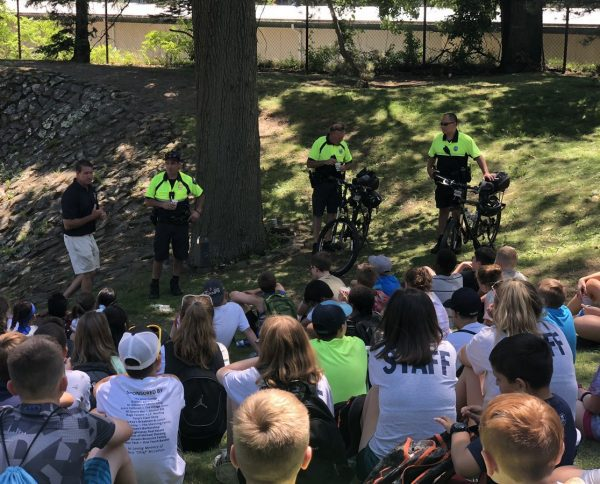 After enjoying a refreshing #Kona Shaved Ice, our Community Police Officers gave a presentation on bicycle safety & the importance of wearing a bicycle helmet. Bike helmets, donated by @bwglawboston were then distributed to campers who needed one! #ProjectKidSafe https://t.co/JAlBTs71dn