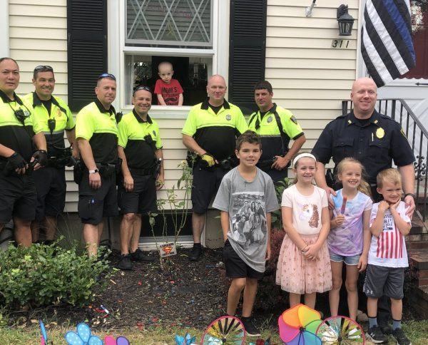 Thank you to everyone who stopped by their lemonade stand this weekend ⬇️⬇️  The McLean and Tobin families presented #TheMightyQuinn, a 3yr old battling cancer, with a check for almost $800. Way to go! 👏👏 #community #copslovelemonadestands https://t.co/Y22sXmJRvu https://t.co/FyLXTsSUYY