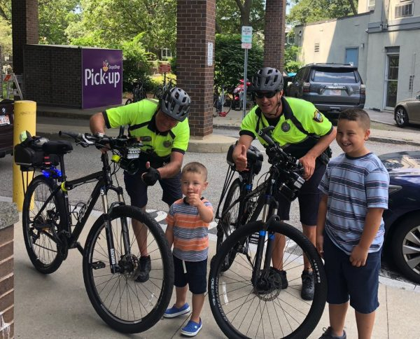 Our CP Unit is making friends at the @StopandShop Summer Concert Series  🎵👮🏼‍♂️🚴‍♂️ https://t.co/HCntCq7Wcy