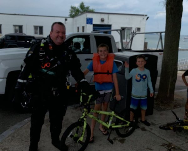 Our SCUBA Unit rescued this young man's bike that had fallen into the water at the Public Landing in Houghs Neck https://t.co/OrqQtwzGOj