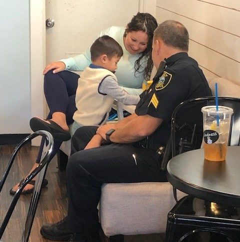 Thank you to everyone who came out to this morning's #CoffeeWithACop at Coffee Break Cafe on Old Colony Ave. Lots of great conversation – and even a little bit of coloring!🖍️🖍️ #Quincy #communityengagement #buildingtrust #lesm https://t.co/yMAShOGs6z